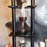 8/23/2014 tarihinde Anıl P.ziyaretçi tarafından Rafine Espresso Bar'de çekilen fotoğraf