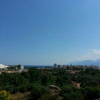 Foto tirada no(a) Antalya Migros AVM por Ahmet Ç. em 6/16/2013