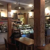 Foto tirada no(a) The Café Grind por Sam P. em 5/30/2013