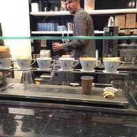 Photo prise au Blue Bottle Coffee par Алексей З. le8/4/2015