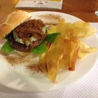 Foto tirada no(a) Royal Burger por Renato P. em 5/17/2013