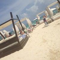 Foto tomada en Mamita's Beach Club por Luis G. el 7/9/2013