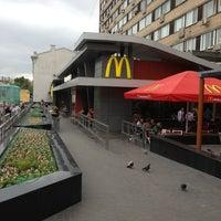 Foto tirada no(a) McDonald's por Серёжа em 6/22/2013