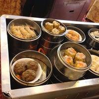 6/22/2013 tarihinde Billy U.ziyaretçi tarafından The Palace Seafood & Dim Sum'de çekilen fotoğraf