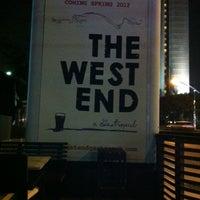 Foto tirada no(a) The West End Gastro Pub por Brittany W. em 9/26/2012
