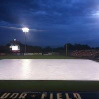 6/8/2013 tarihinde Dave C.ziyaretçi tarafından Fluor Field at the West End'de çekilen fotoğraf