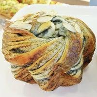 7/17/2013 tarihinde Yankiuziyaretçi tarafından Ueno Bakery & Enzyme 上野酵素麵包生活館'de çekilen fotoğraf