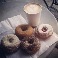 8/14/2013 tarihinde Alanna G.ziyaretçi tarafından Mighty-O Donuts'de çekilen fotoğraf