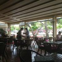 Das Foto wurde bei ALIR Cafe | Restaurant von Sena O. am 7/1/2013 aufgenommen