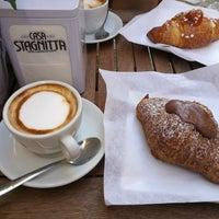 รูปภาพถ่ายที่ Ideal Caffé Stagnitta โดย Miloš เมื่อ 9/14/2017