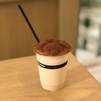 Foto scattata a Omotesando Koffee da Kratai il 9/27/2018