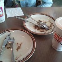 3/5/2014 tarihinde Nunuziyaretçi tarafından Dunkin Donuts'de çekilen fotoğraf