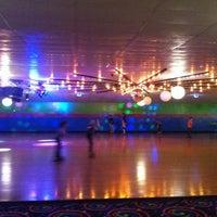 รูปภาพถ่ายที่ Skateville Family Rollerskating Center โดย RNR Realty I. เมื่อ 1/10/2014