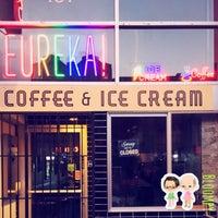 Foto tomada en Eureka! Cafe at 451 Castro Street por Bloompy B. el 8/2/2016