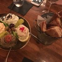 Das Foto wurde bei The Greek von Youna K. am 8/21/2017 aufgenommen