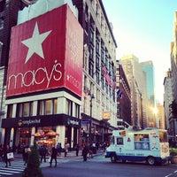 รูปภาพถ่ายที่ Macy's โดย Christopher P. เมื่อ 5/13/2013