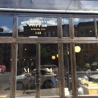 Foto scattata a Manhattanville Coffee da Keston D. il 6/27/2014