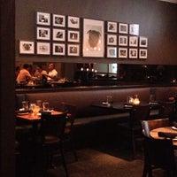 Foto tomada en Henry's Midtown Tavern por Alex C. el 7/3/2013