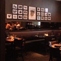 Foto scattata a Henry's Midtown Tavern da Alex C. il 7/3/2013