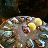 Foto tirada no(a) The Morrison Bar & Oyster Room por Julie M. em 10/18/2012