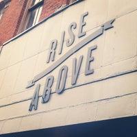 Photo prise au Rise Above Restaurant & Bakery par Sarah L. le8/5/2014