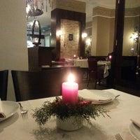 รูปภาพถ่ายที่ Honça Anatolia Cuisine โดย Ceyda S. เมื่อ 12/5/2013