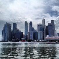 Foto tomada en Marina Bay Downtown Area (MBDA) por Shaheen A. el 12/14/2012