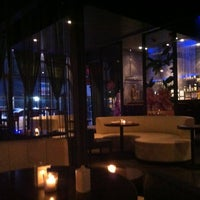 Photo prise au HaChi Restaurant & Lounge par Richard B. le1/9/2013