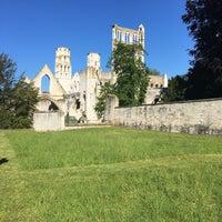 Photo prise au Abbaye de Jumièges par Lucy L. le5/21/2017