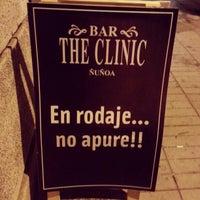 2/21/2013 tarihinde Pilar V.ziyaretçi tarafından Bar The Clinic'de çekilen fotoğraf