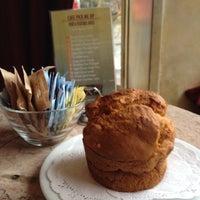12/6/2013 tarihinde Cafe Pick Me Upziyaretçi tarafından Cafe Pick Me Up'de çekilen fotoğraf