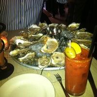รูปภาพถ่ายที่ Mermaid Oyster Bar โดย Martha S. เมื่อ 8/22/2012
