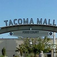 Foto tirada no(a) Tacoma Mall por Leightha S. em 7/25/2012