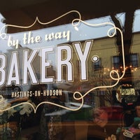 Foto tomada en By The Way Bakery  por Beia C. el 3/19/2014