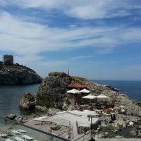 Foto diambil di İyot Restaurant oleh Talha Serkan Y. pada 6/11/2013