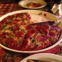 Foto scattata a Casa Bianca Pizza Pie da Arnel M. il 2/6/2013