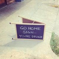 Foto tirada no(a) Dive Bar & Lounge por Jonny E. em 3/19/2013