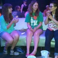 Das Foto wurde bei Blackhawk Bowl / Martini Lounge von Kristin S. am 6/17/2014 aufgenommen