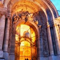 Foto tirada no(a) Grand Palais por Azhar A. em 12/23/2012