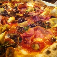 Снимок сделан в Tutta Bella Neapolitan Pizzeria пользователем DF (Duane) H. 9/29/2012