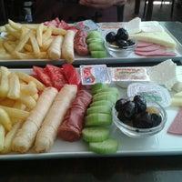 รูปภาพถ่ายที่ Beyoğlu Cafe โดย Brrn เมื่อ 6/8/2013