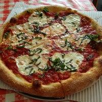 Снимок сделан в MamaDellas N.Y. City Pizzeria пользователем Angela W. 7/3/2013
