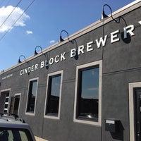 Foto tomada en Cinder Block Brewery por Matt D. el 9/27/2013