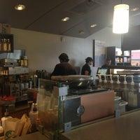 Foto scattata a Starbucks da Allison M. il 6/22/2013