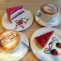 Снимок сделан в GLORY CAFE пользователем Roman D. 6/10/2013