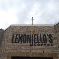 6/12/2013 tarihinde Kaity C.ziyaretçi tarafından Lemonjello's Coffee'de çekilen fotoğraf