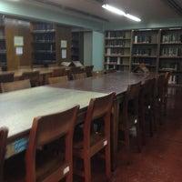 Photo prise au Miguel De Benavides Library par Ekim G. le6/29/2013