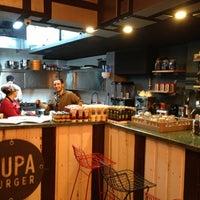 10/19/2013 tarihinde Sezgin A.ziyaretçi tarafından Pupa Burger'de çekilen fotoğraf