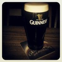 Снимок сделан в The Beer Factory & The Attic пользователем Joshua L. 9/28/2012