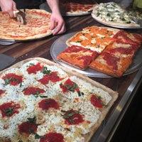 Снимок сделан в Champion Pizza - Ludlow пользователем Hector 11/26/2017